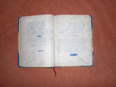 Das Originalbuch mit den ersten Geschichten des Projekts. Bild: Thorsten Reimnitz