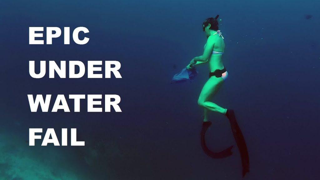 Epic Fail: Freediver Girl Doris hat Probleme mit einem Regenschirm. Screenshot von ihrem YouTube-Video.